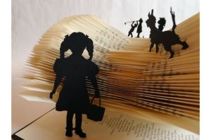 The-Wizard-of-Oz-Book-Sculpture_0-l